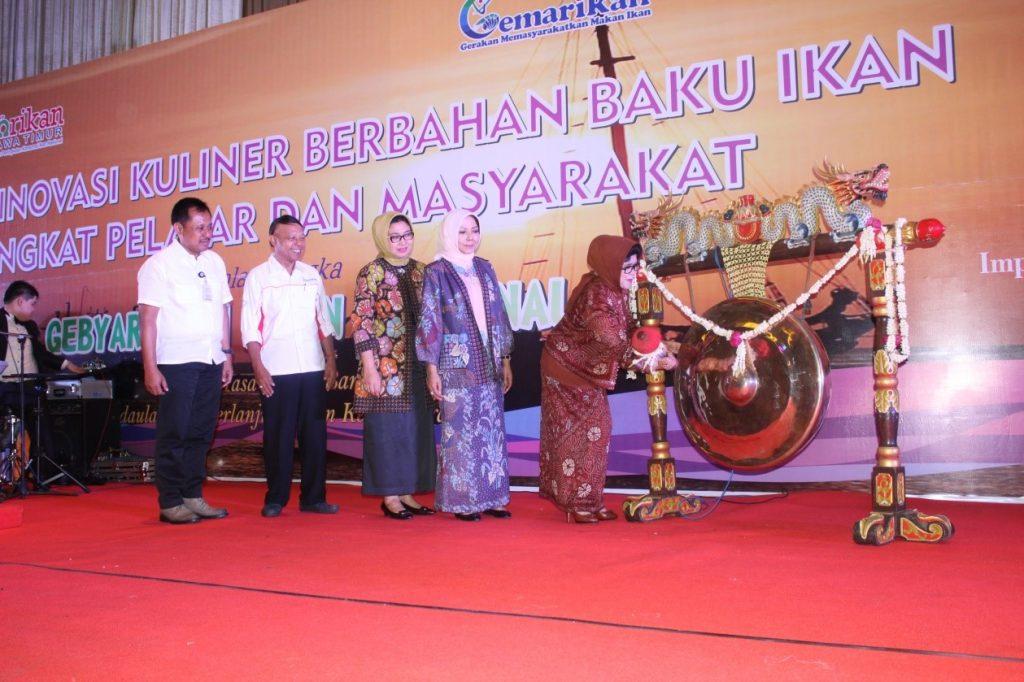 Kegiatan HARKANAS dibuka oleh Ibu Hj. Nina Sukarwo