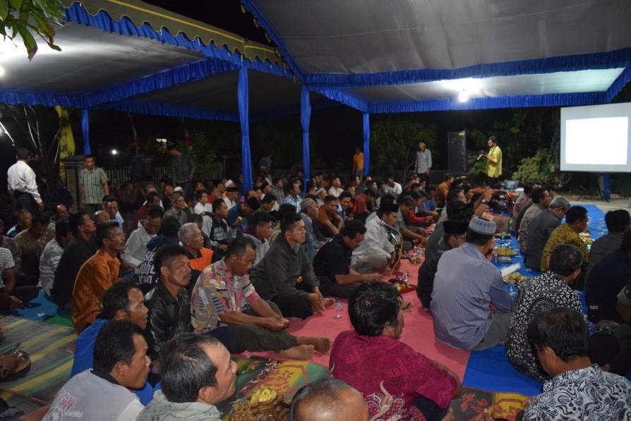 Peserta cangkruk bareng diikuti oleh masyarakat dan nelayan dari Kec. Kebonagung, Kec. Tulakan, Kec. Ngadirojo dan Kec. Sudimoro